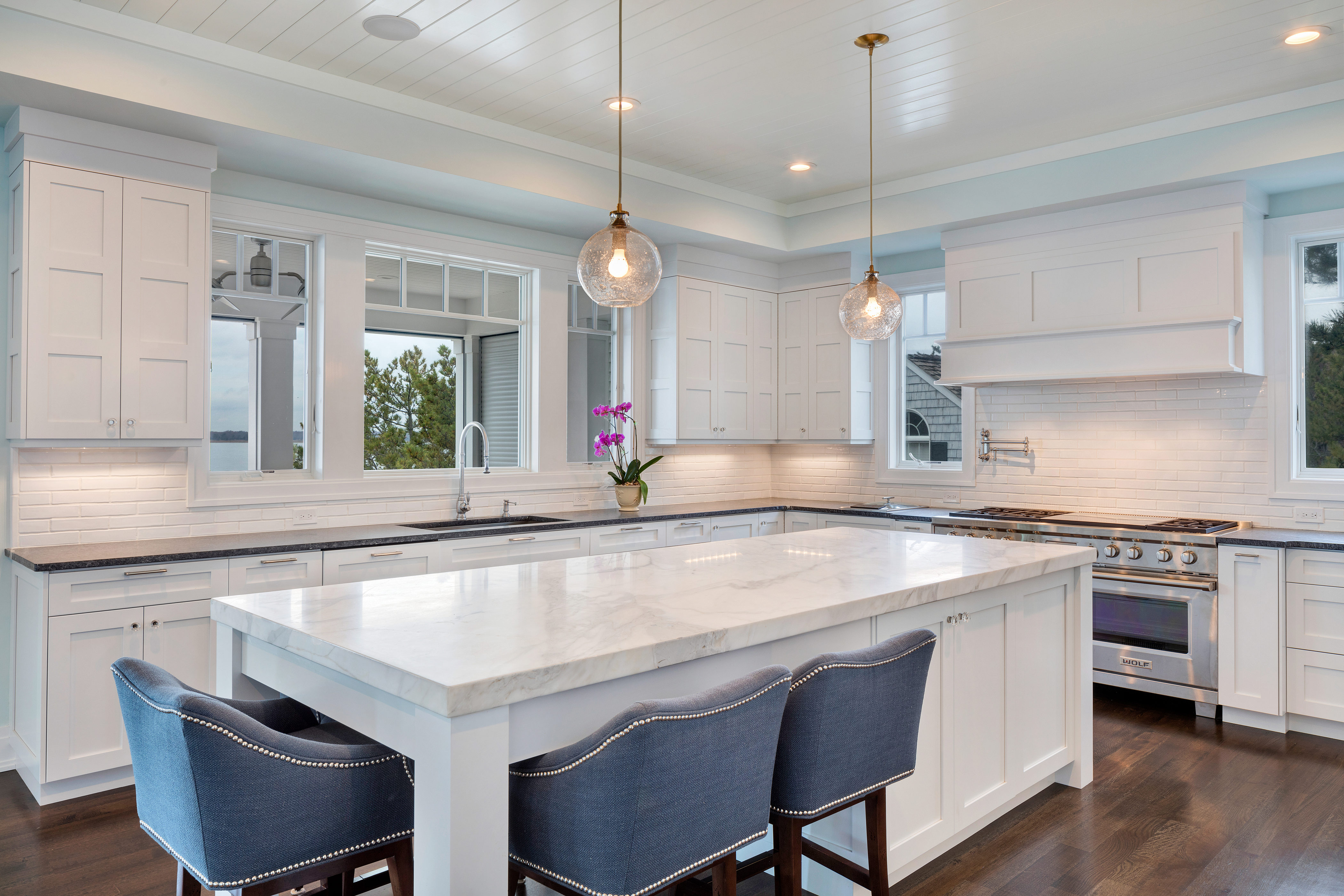 Kitchen Islands & Peninsulas