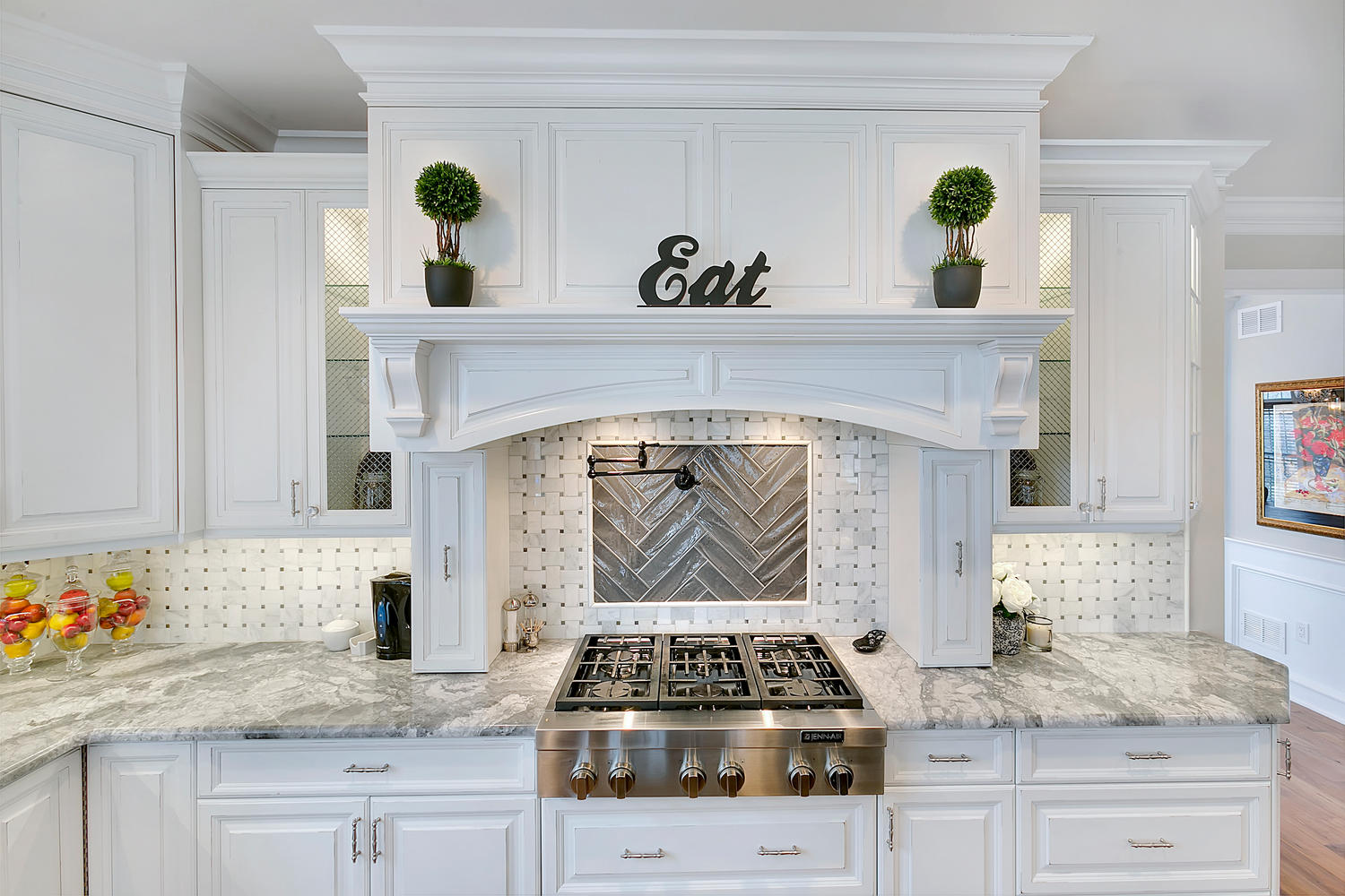 Merveilleux White Arched Hood With Spice Pullouts