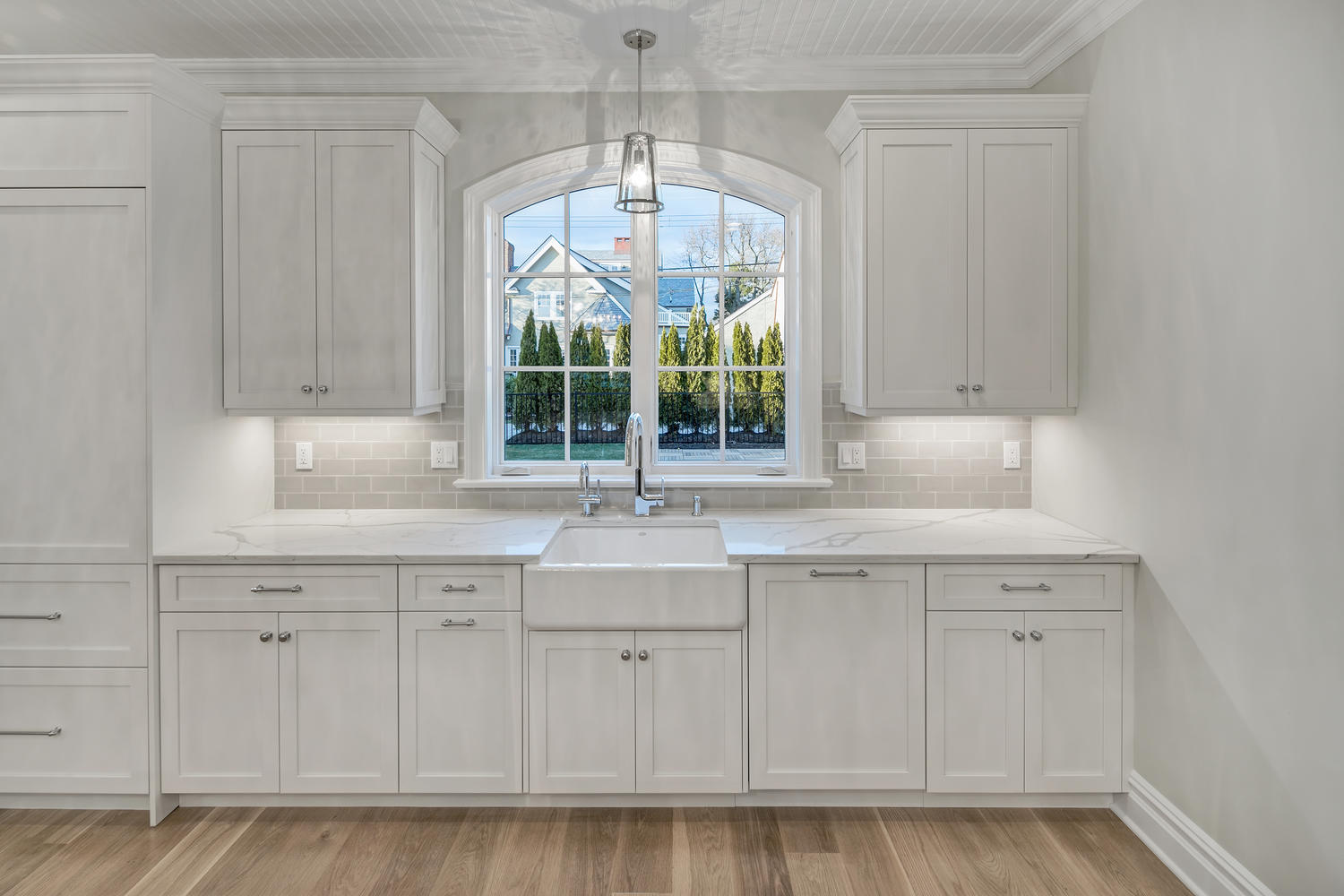 Kitchen cabinetry design line kitchens in sea girt nj for Elegant windows