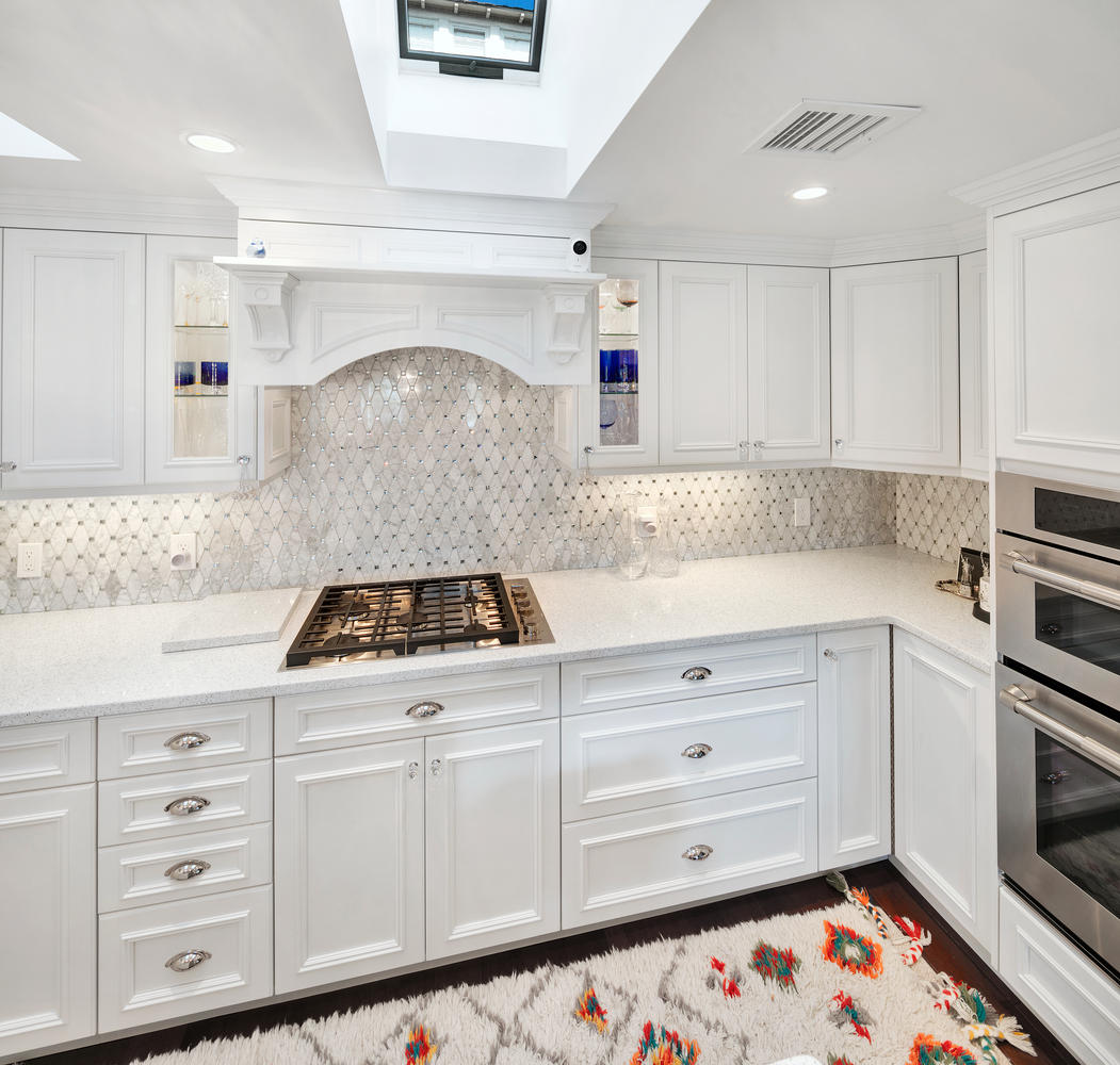 white kitchen with glamour ocean grove new jersey by design line kitchens. Black Bedroom Furniture Sets. Home Design Ideas