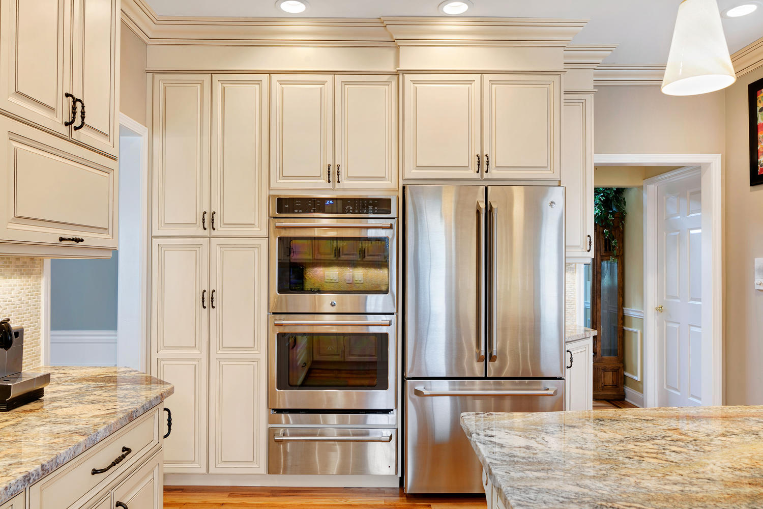 Sparkling vision wall new jersey by design line kitchens for Proper kitchen layout