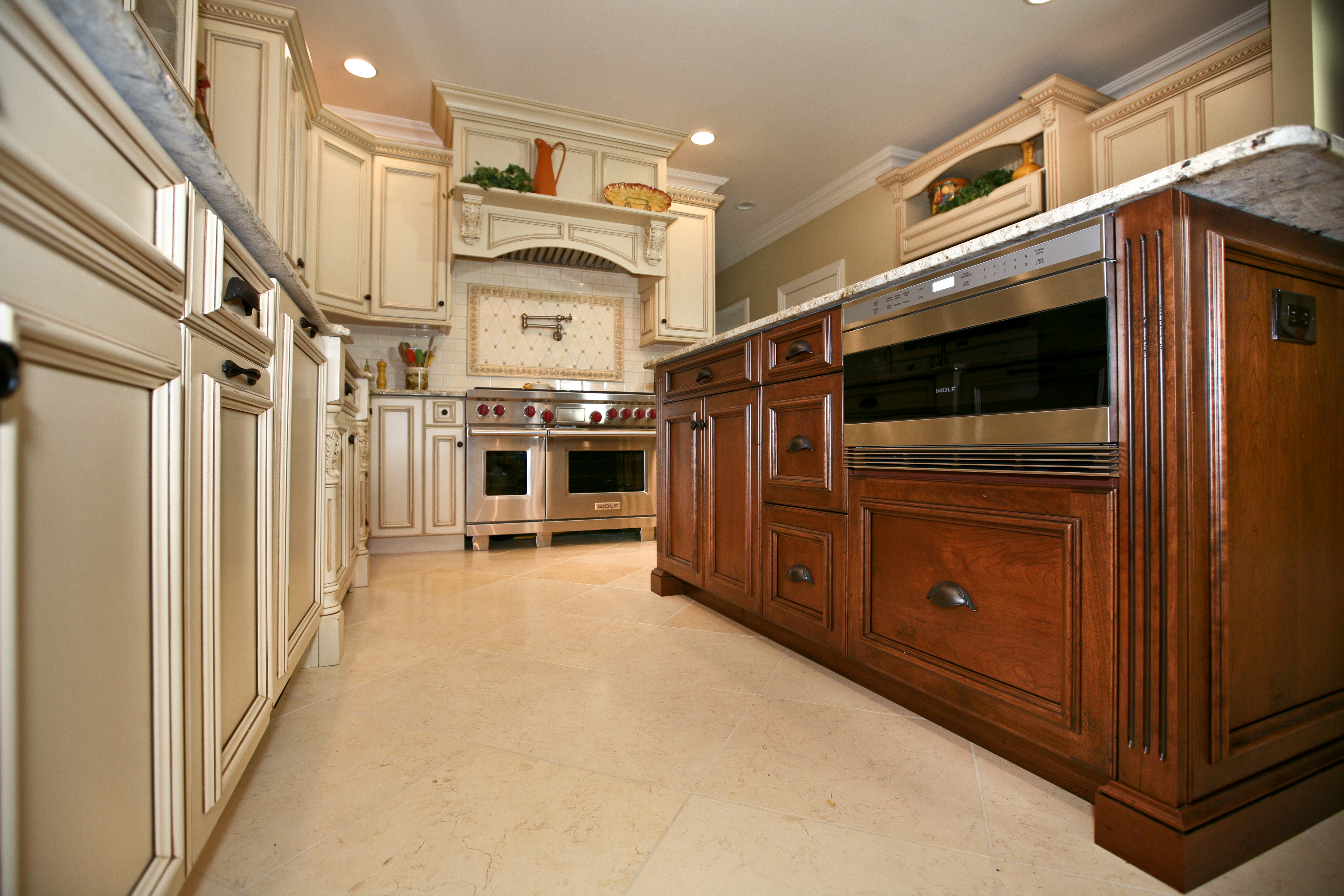 Already assembled kitchen cabinets with cheap oak pre for Already built kitchen cabinets