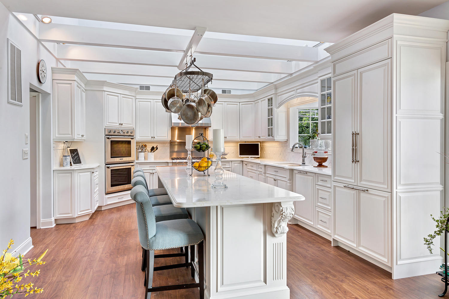 refined elegance white kitchen - Luxury White Kitchens