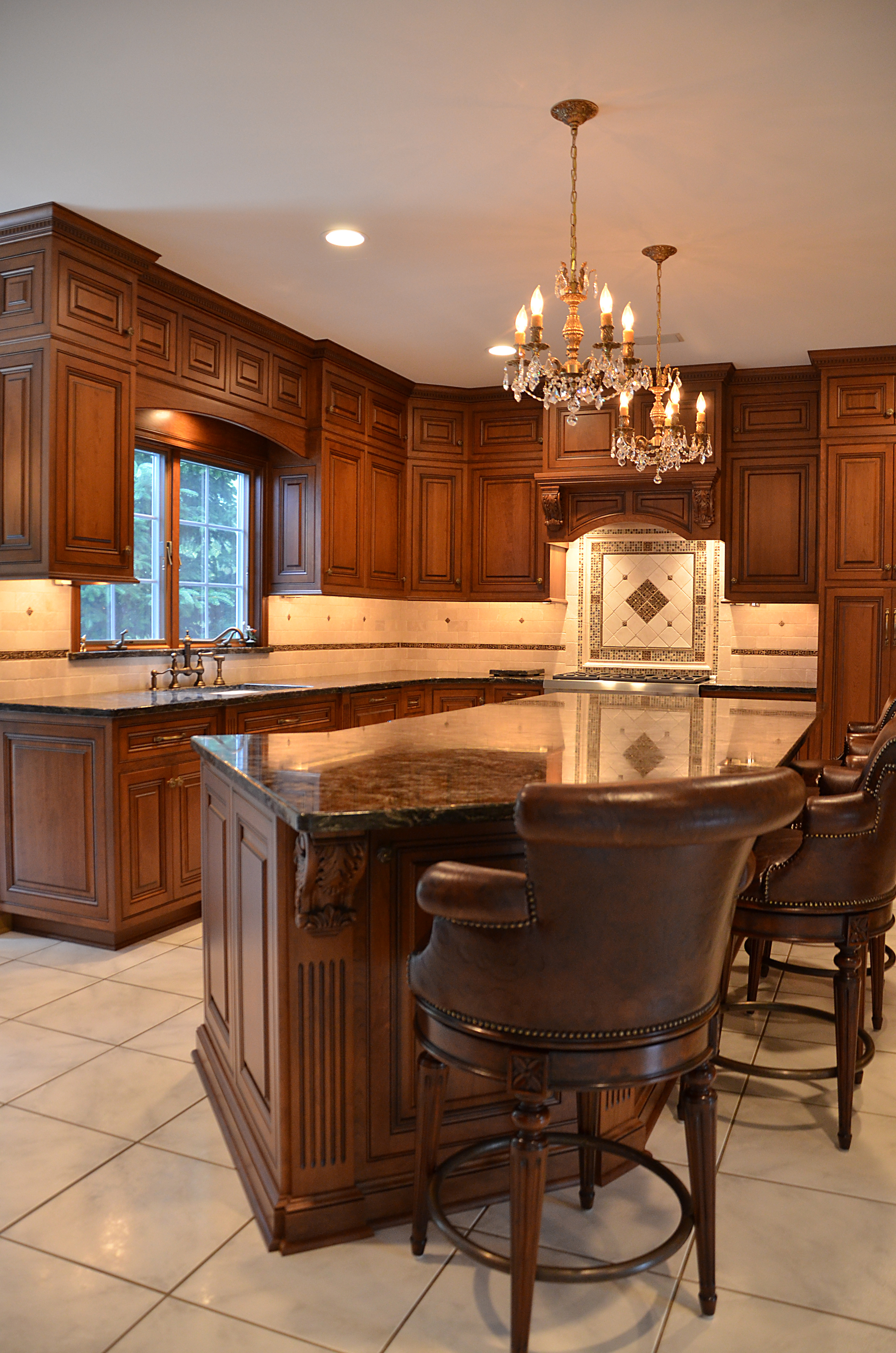 Kitchen Island With Leather Counterstools